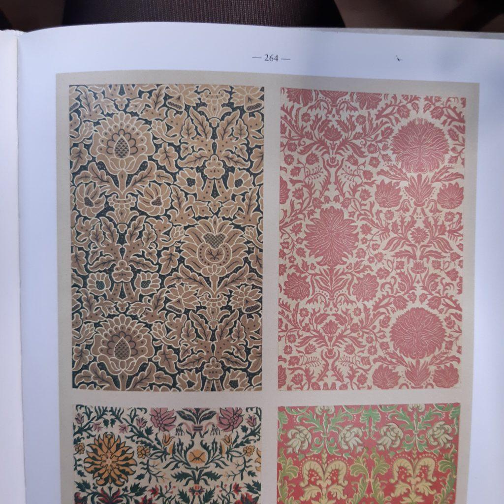 """Fotografía de una página del libro """"The World of Ornament"""" de TASCHEN."""